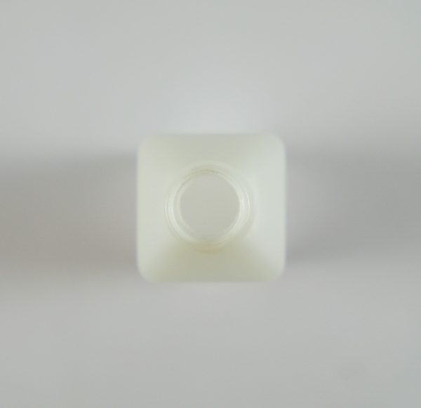 PE-Boca-za-esenciju-bela-cetvrtasta-100ml-top